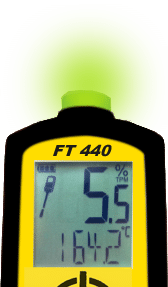 The FT 440 flashes a green light, which indicates that the oil has a good quality